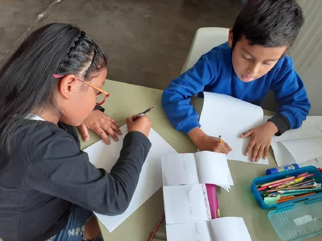 Sumar a ciudadanos, docentes y autoridades educativas en solución del rezago de aprendizajes.